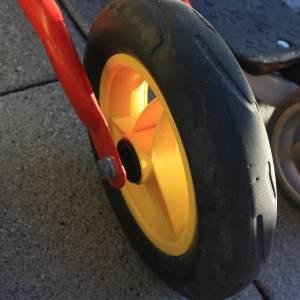 Reifen aus Vollgummi an einem Puky LR M.